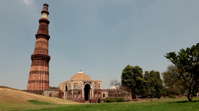 qutub minar in delhi - minareto video stock e b–roll