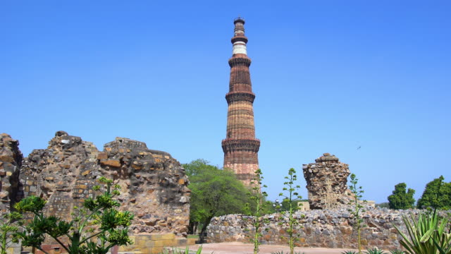 qutub minar tower - minareto video stock e b–roll