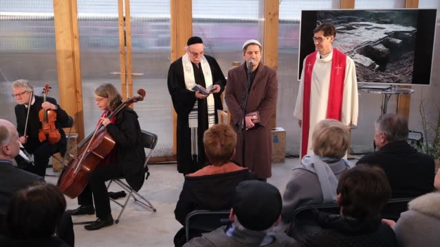 rabbi andreas nachama , imam kadir sanci and protestant priest gregor hohberg speak at the finissage of the house of one temporary structure on... - プロテスタント点の映像素材/bロール