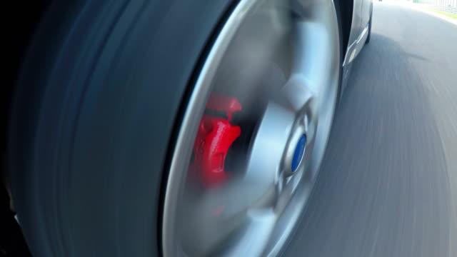 開始位置の加速でレース車 - スタートライン点の映像素材/bロール