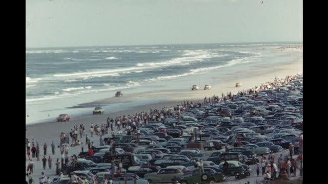 race cars driving on daytona beach, florida, usa - 1954 bildbanksvideor och videomaterial från bakom kulisserna