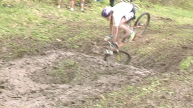 racers in a downhill cycling event crash in mud pit on may 26, 2018 in killington, vermont. all cyclers recovered and continued in the race to the... - vermont stock videos & royalty-free footage