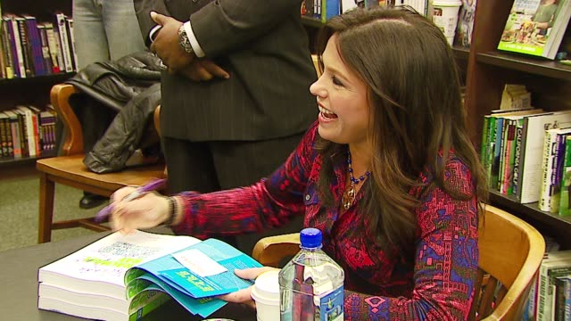 Rachael Ray at the Book Signing of '2 6 8 Great Meals for Couples or Crowds' by Rachael Ray at Barnes Noble at The Grove in Los Angeles California on...
