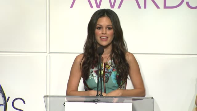 rachel bilson announces the nominees at the 2014 people's choice awards nominations announcement in beverly hills 11/05/13 - people's choice awards stock videos & royalty-free footage