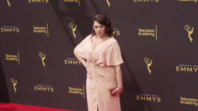 rachel bloom at the 2019 creative arts emmy awards - day 1 at microsoft theater on september 14, 2019 in los angeles, california. - 授賞式点の映像素材/bロール