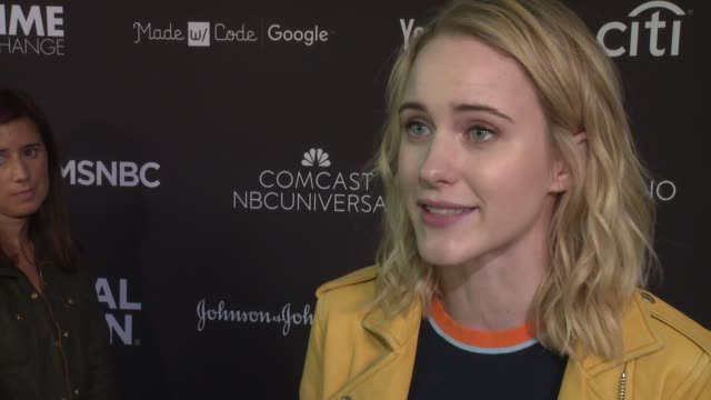 interview rachel brosnahan on what being a global citizen is about on what we can do to help at 2016 global citizen festival in central park to end... - 市民点の映像素材/bロール