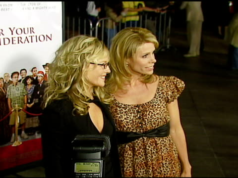 vídeos de stock e filmes b-roll de rachel harris and cheryl hines at the 'for your consideration' los angeles premiere at director's guild of america in los angeles california on... - director's guild of america