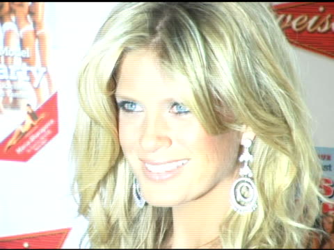 vídeos de stock, filmes e b-roll de rachel hunter at the 2006 sports illustrated swimsuit issue photocall at crobar in new york, new york on february 14, 2006. - crobar