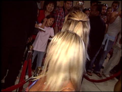rachel hunter at the world music awards 2005 at the kodak theatre in hollywood, california on august 31, 2005. - レイチェル ハンター点の映像素材/bロール