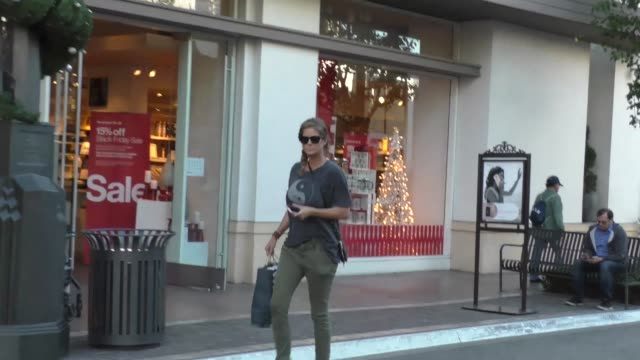 rachel hunter shopping at the grove in hollywood in celebrity sightings in los angeles, - レイチェル ハンター点の映像素材/bロール