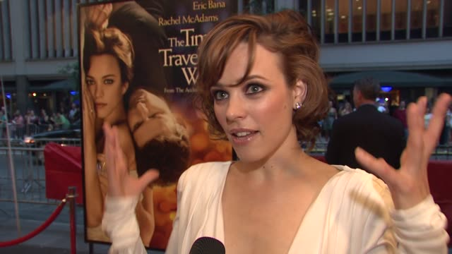 vidéos et rushes de rachel mcadams talking about shooting in her home town of toronto and working with eric at the world premiere of 'the time traveler's wife' at new... - eric