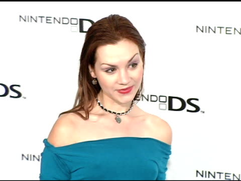 vidéos et rushes de rachel miner at the exclusive nintendo pre-launch party at the day after at the day after in los angeles, california on november 16, 2004. - exclusivité