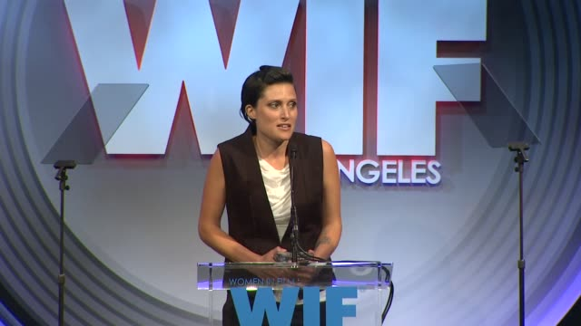 stockvideo's en b-roll-footage met speech rachel morrison at 2013 women in film crystal lucy awards sponsored by max mara swarovski and kodak 2013 women in film crystal lucy awards... - beverly hilton hotel
