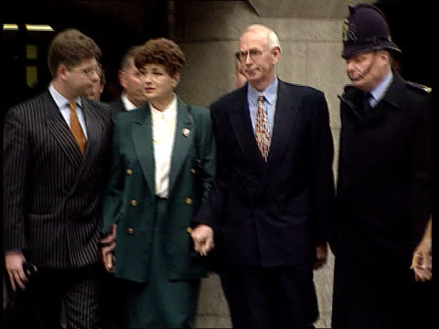 Police justify actions ITNLIB ENGLAND London Old Bailey EXT Old Bailey MS Mr Mrs Nickell leaving Old Bailey after collapse of case Colin Stagg along...