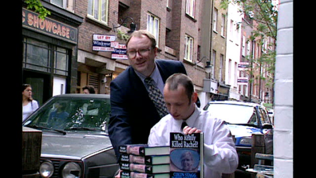 robert napper pleads guilty 1999 stagg posing for photocall with copies of his book 'who really killed rachel' - robert napper stock videos & royalty-free footage