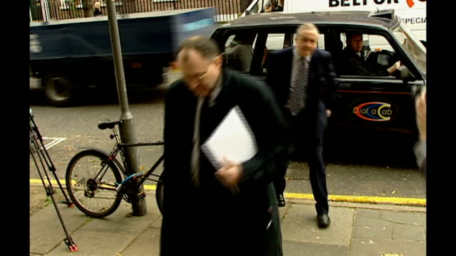robert napper pleads guilty *** flash forensic psychologist paul britton from car britton posing on steps for photocall ends - robert napper stock videos & royalty-free footage