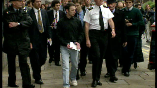 robert napper pleads guilty t14099401 london stagg along outside court after being cleared of murder - robert napper stock videos & royalty-free footage