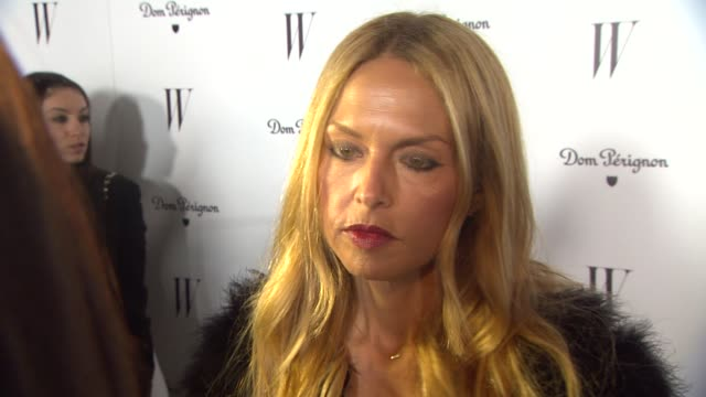 vídeos de stock e filmes b-roll de rachel zoe on how she actually is not styling anyone for the golden globes what brings her out tonight being a w magazine fan and if sheõs routing... - prémio globo de ouro