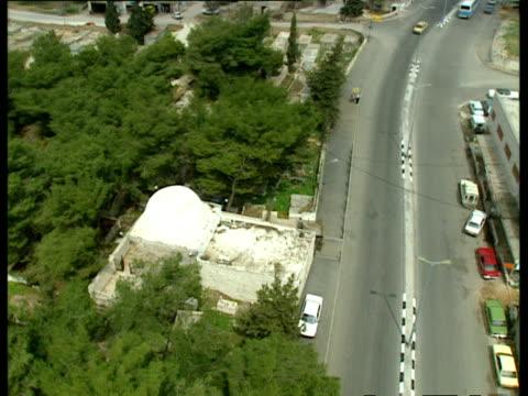 aerial ws rachel's tomb, bethlehem, judea, israel - 記念碑点の映像素材/bロール