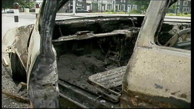 Cleanup ITN ENGLAND Lancashire Burnley EXT **Some picture scrolling during clip*** GVS burnt out pub smashed windows / GVS burnt out cars in road /...