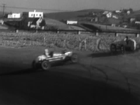vídeos de stock, filmes e b-roll de racing car crashing - vintage car