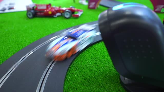 vídeos de stock, filmes e b-roll de carro de corrida, brinquedo, close-up - criatividade