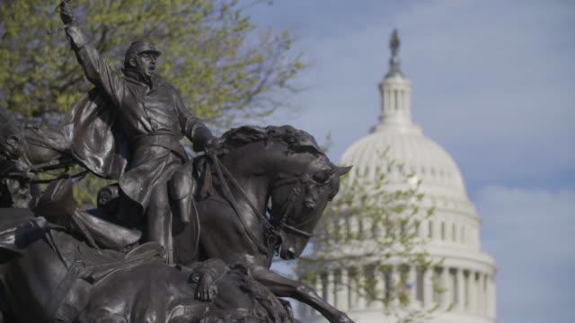 vídeos y material grabado en eventos de stock de rack focus of ulysses s grant memorial statue to capitol building - ulysses s grant