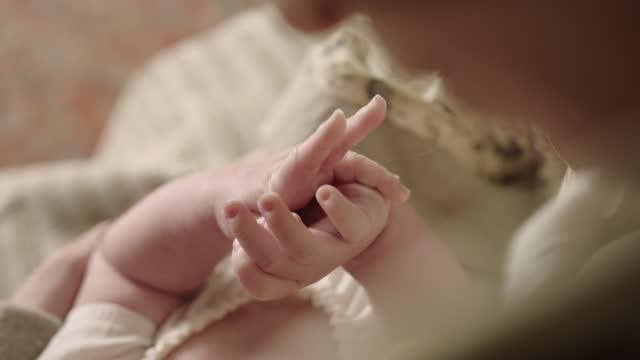 vidéos et rushes de rack focus shot of the hand of a baby - image du xviiième siècle