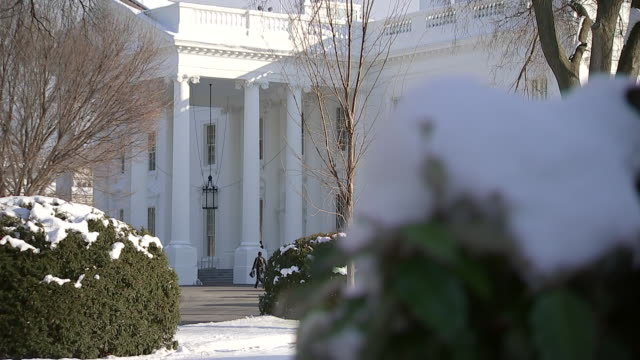 rack focus shot of the white house surrounded in snow during a bright winter day on january 15, 2019. - winter stock videos & royalty-free footage