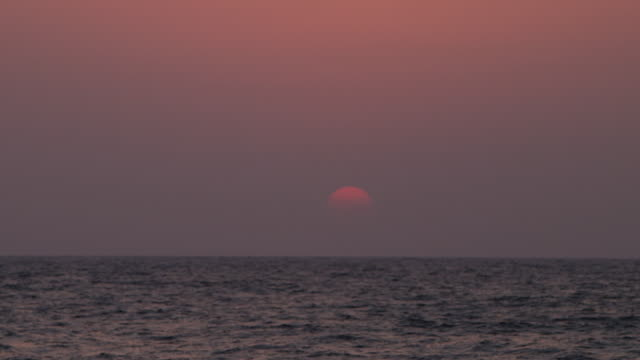 rackfocus of sunset on the red sea - red sea stock videos & royalty-free footage