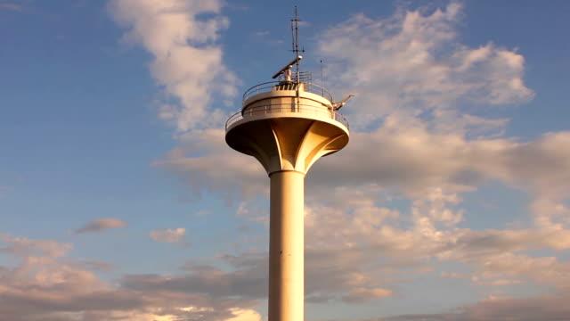 radar torre di controllo - torre di controllo video stock e b–roll