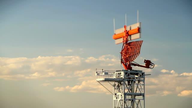 vídeos y material grabado en eventos de stock de radar - torre de control de circulación aérea