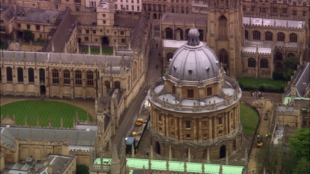 aerial, radcliffe camera, oxford, england - radcliffe camera stock videos and b-roll footage