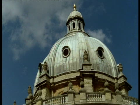 radcliffe camera, oxford - cu low angle dome at top of old building - radcliffe camera stock videos and b-roll footage