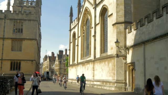 radcliffe square, oxford,tourists walking,bikes, - oxford university stock videos & royalty-free footage