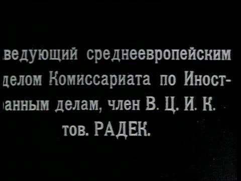 vidéos et rushes de radek stands in front of car lights his pipe / russia - 1918