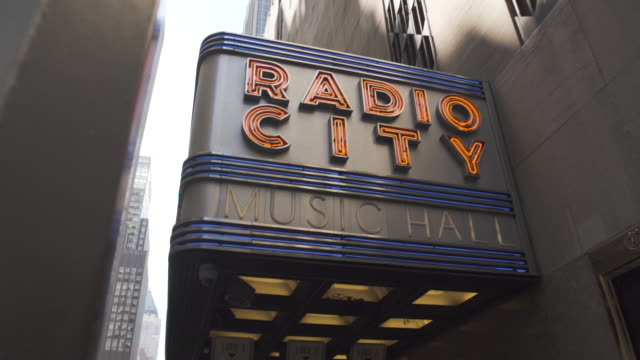 radio city music hall - establishing shot - dolly shot - slow motion - summer 2016 - 4k - radio city music hall stock videos & royalty-free footage