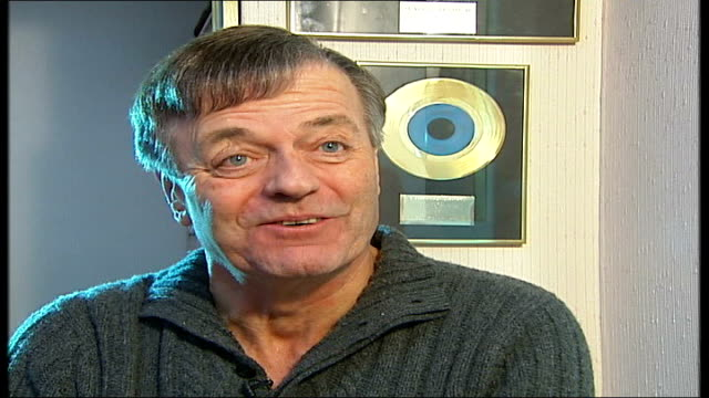 radio dj alan freeman dies aged 79 london tony blackburn interview sot he loved def leopard / he must have been 62 or 63 then / it was enormously... - radio jockey stock videos & royalty-free footage