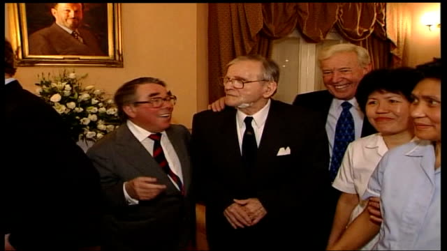 radio dj alan freeman dies aged 79 r20110103 brinsworth house int freeman with ronnie corbett and val doonican - ronnie corbett stock videos and b-roll footage