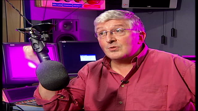 radio dj alan freeman dies aged 79 simon bates interview sot fluff was about noise / it's the sound of the swinging cymbal but that doesn't matter... - radio jockey stock videos & royalty-free footage