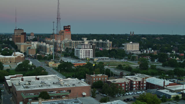 radio masts in downtown omaha before sunrise - radio broadcasting stock videos & royalty-free footage