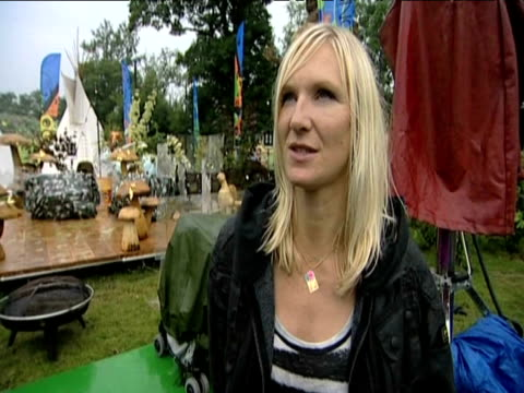 stockvideo's en b-roll-footage met radio presenter jo whiley pays tribute to musical legacy of pop star michael jackson following his sudden death glastonbury 26 june 2009 - jo whiley
