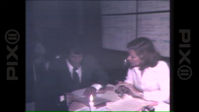 stockvideo's en b-roll-footage met radio stations report on night of blackout on july 14 1977 in new york city - 1977