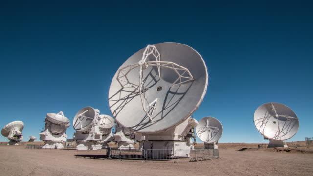 radio telescope dish antenna - telescopio astronomico video stock e b–roll
