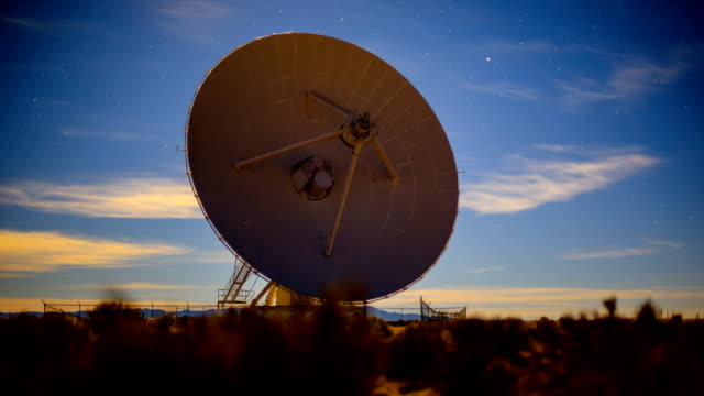 電波望遠鏡 - テレビ塔点の映像素材/bロール