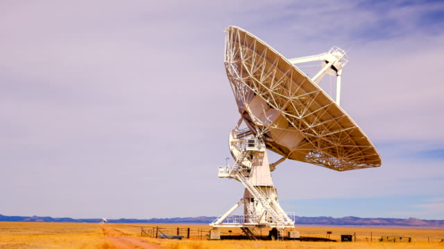 radio telescope - razzo spaziale video stock e b–roll