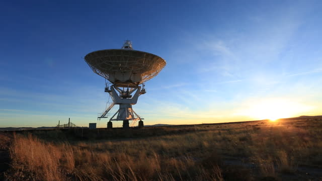 stockvideo's en b-roll-footage met radio telescope - voelspriet