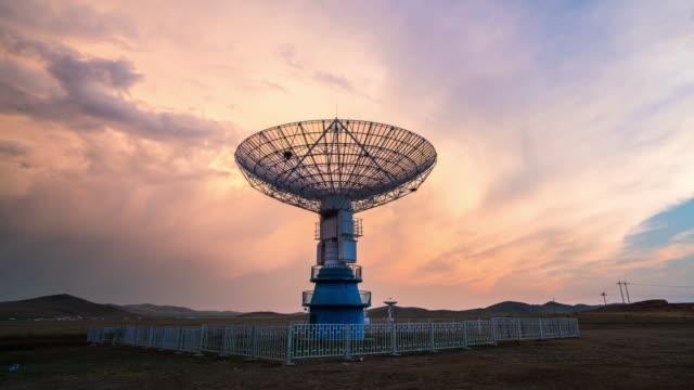 vídeos y material grabado en eventos de stock de radiotelescopio - torres de telecomunicaciones