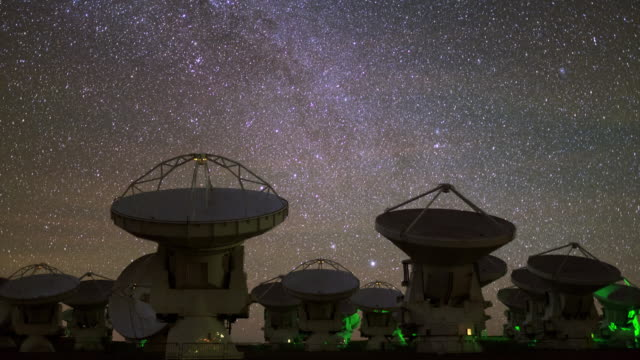 stockvideo's en b-roll-footage met radio telescopes in action - meer dan 50 seconden