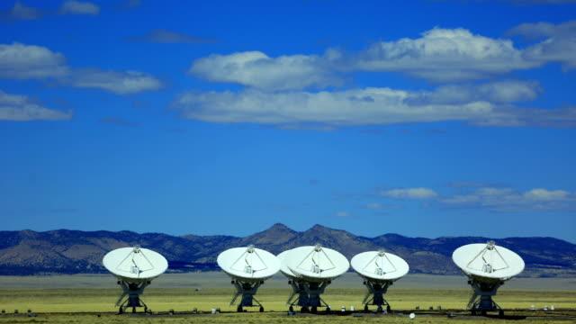vídeos y material grabado en eventos de stock de telescopios de radio - torres de telecomunicaciones